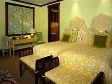 Yellow And Green Bedroom Decorating Ideas by Bedroom Decorating Ideas Green Paint And Wallpaper