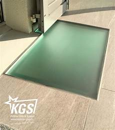lichtschachtabdeckung aus begehbarem glas glasboden