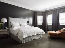 Bedroom Ideas Grey Walls by Awesome Large Master Bedroom With Grey Headboard Grey Rug