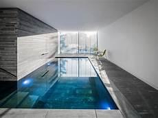 haus mit innenpool kaufen moderner pool naturstein valser quarzit wohnhaus k 246 ln