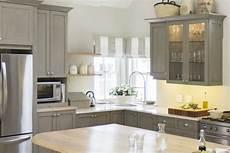 schrank bemalen ideen painting kitchen cabinets 11 must tips