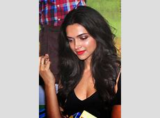 High Quality Bollywood Celebrity Pictures: Deepika