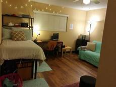 Apartment Bedroom Ideas For College by Hop Into Apartment Cleaning With These Simple Tips