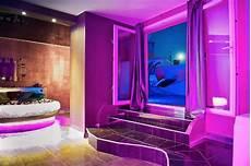 sauna des terreaux romantique loft lit rond comme suspendu plafond tendu