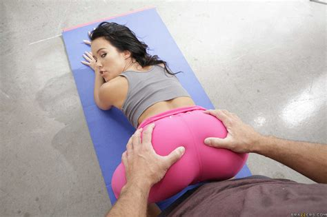 Pink Yoga Pants Porn