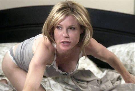Julie Bowen Breasts