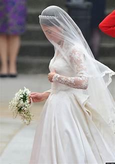 Kate Middleton S Wedding Dress Still Holds Up Photos