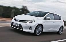 voitures hybrides 2014 le succ 232 s des hybrides dope les ventes de toyota en europe