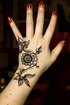 46 Gambar Henna Warna Terbaru Tuttohenna