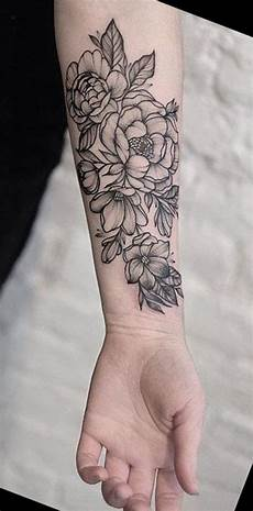 Blumen Arm - black wrist flower tattoos mybodiart ideas