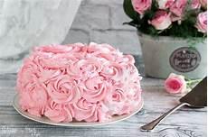 decorazioni torte con panna montata torta decorata con rose di panna ricetta dolce di compleanno furbo