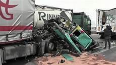 Wieder Ein Schwerer Lkw Unfall Auf Der A 61 Zwischen Kreuz