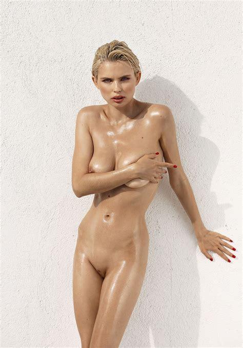 Juli Nude