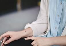 petit tatouage notre s 233 lection de tatouages discrets