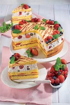 torta con crema pasticcera di benedetta rossi torta di pan di spagna con crema ricotta e frutti di bosco magpedia