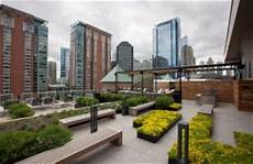 chicago apartment building s roof deck offers residents relaxation and entertainment options