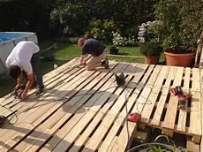 wie baue ich eine terrasse aus paletten terrasse aus