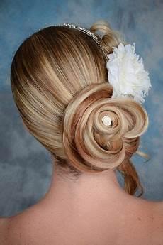 coiffure chignon d 233 port 233 cheveux mi en forme de fleur