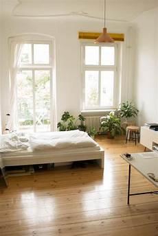 Altbau Zimmer Einrichten - sch 246 nes schlichtes altbauzimmer in berlin mit gro 223 en