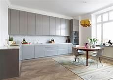 cuisine bois gris clair cuisine grise carrelage gris brillant une salle de bains