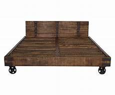 letti con rotelle struttura letto matrimoniale in legno con testiera e