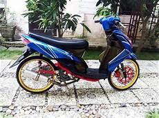 Warna Pelek Motor Keren by Modifikasi Stiker Motor Mio Warna Biru Oto Trendz