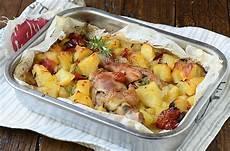 come cucinare il pollo al forno con patate cosce di pollo al forno con patate ricetta benessere e