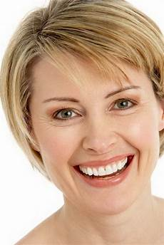 short hairstyles for middle aged