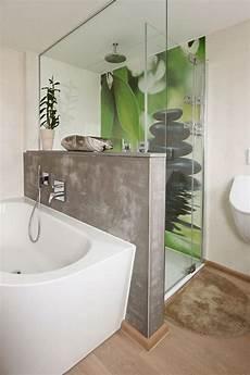 Individuelles Badezimmer Mit Fugenloser Motivplatte In Der