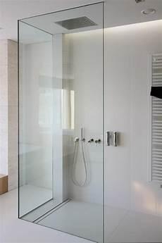 moderne begehbare duschen moderne duschen minimal dusche weiss badezimmer