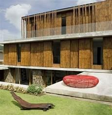 Exotisches Haus Aus Holz Und Naturstein In Den Philippinen