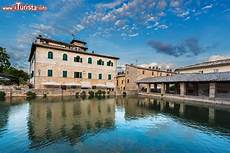 le terme bagno vignoni bagno vignoni nelle terme borgo medievale della