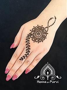 47 Pilihan Gambar Foto Desain Henna Telapak Tangan