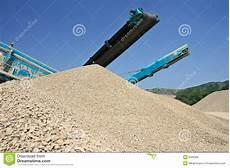 cava di ghiaia escavatore in una cava di ghiaia immagine stock immagine