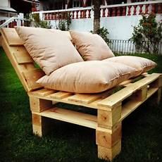 paletten sofa bauen wie baue ich ein sofa aus europaletten diy anleitung und