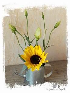 bouquet de tournesol un petit bouquet de tournesol et lisianthus dans un mignon