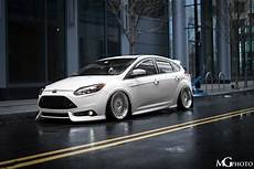front ford focus st mk3 in frozen white colour tuning low