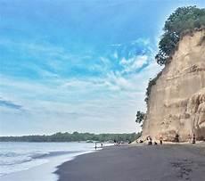 nuptk lombok utara pantai dengan tebing dan berpasir hitam ini ada di lombok