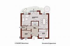 Grundriss Mit Treppe In Der Mitte - favorit massivhaus