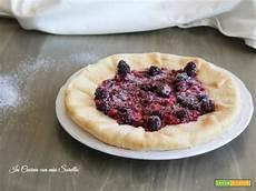 crostata con crema alla ricotta e frutti di bosco un dolce molto delicato perfetto per chiudere crostata con crema di ricotta al cocco e frutti di bosco ricetta trovaricetta com