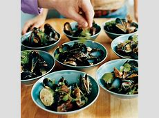 steamed mussels with coconut milk and thai chiles_image