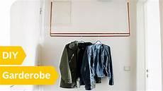kleiderständer selber machen diy kleiderstange schwebende kleiderstange aus kupfer