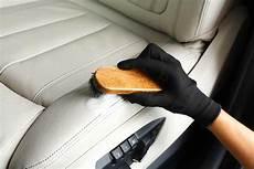 technique de pro pour nettoyer les si 232 ges en cuir de voiture