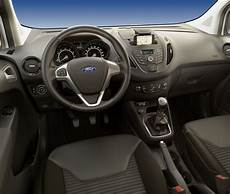 ford tourneo courier innenraum ford transit courier und ford tourneo courier jetzt auch