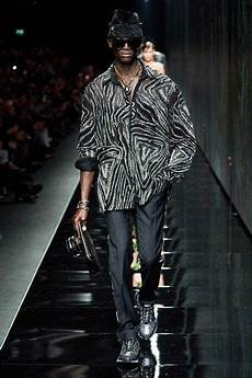 versace fall 2020 ready to wear collection vogue in 2020