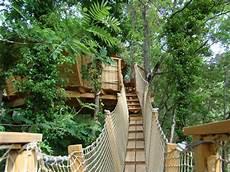 cabane du varon lou cagnard cabane dans les arbres en var