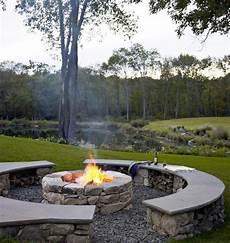 Naturnahe Erlebnisse Mit Feuerstelle Und Sitzplatz Aus