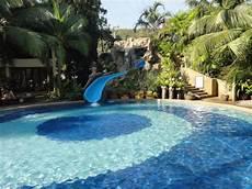 Pools Fuer Den Garten - der sch 246 ne pool im gr 252 nen garten angelegt picture of