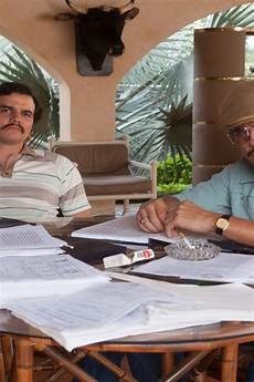 narcos wallpaper iphone pablo and gustavo narcos 640 x 960 iphone 4 wallpaper