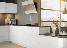 cuisine blanche laquée cuisine moderne blanche au design sans poign 233 e ambiance mobalpa